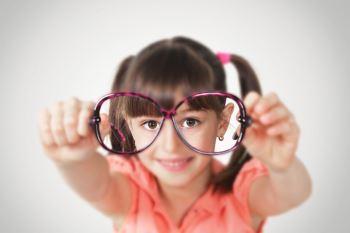 Kurzsichtigkeit bei Kindern frühzeitig erkennen und behandeln