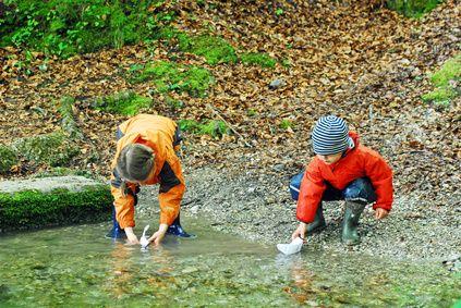 Matschhosen, Schneeanzüge und Co.: Funktionsbekleidung für Kids