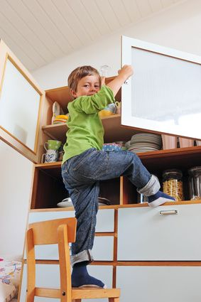 unfallrisiko mobiliar ikea warnt vor umkippenden m belst cken. Black Bedroom Furniture Sets. Home Design Ideas