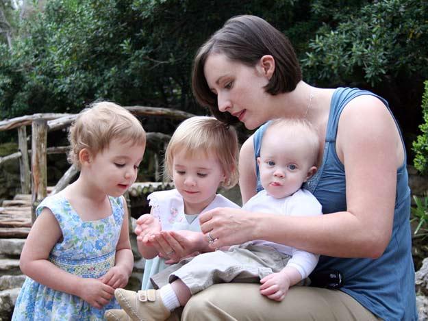 Tagesmutter mit Kindern in dern Kindertagespflege