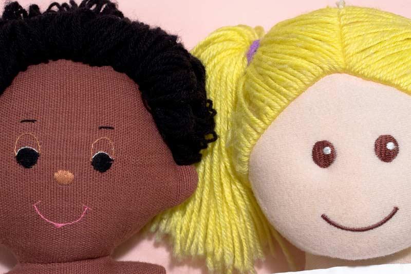 Schwarze und Weiße Puppe