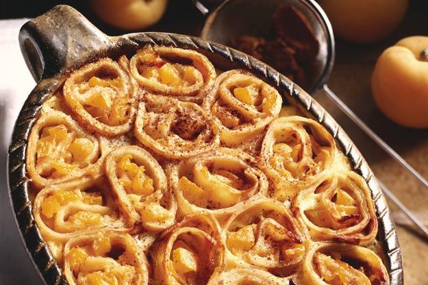Überbackene Pfannkuchen-Schnecken mit Aprikosen