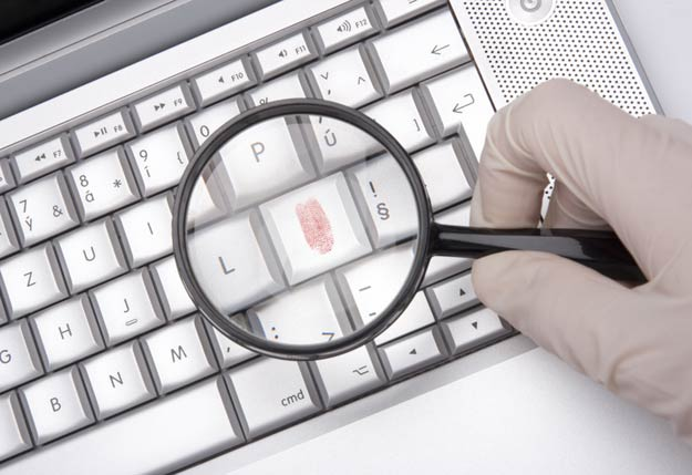 Fingerabdruck auf Computertastatur