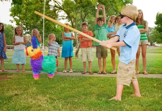Kinderspiele im Freien