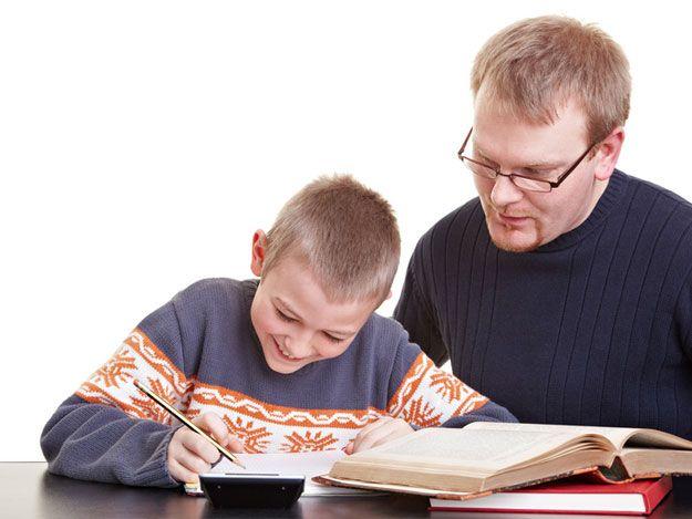 Schüler mit Nachhilfelehrer