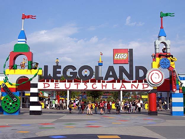 Der Eingang zum LEGOLAND Günzburg.